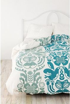 maybe for my guest room.... i want gray carpet and teal stuff... maybe with green apple sheets??