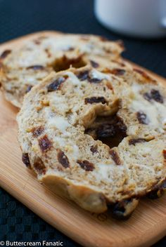 Homemade New York Style Cinnamon Raisin Bagels from Buttercreamfanatic.com