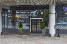 Hotelli Cumulus sijaitsee Lahden keskustassa aivan kauppakeskus Trion vieressä. Hotelli on uusittu vuonna 2012, joten sillä on hyvä ja moderni ilme. Lahdessa on myös hotelli Scandic sekä muita paikkoja esim. mökkejä joissa voi majoittua.