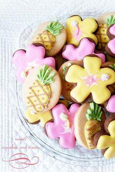 luau cookies by Divonsir Borges Hawaiian Cookies, Luau Cookies, Hawaiian Luau Party, Tropical Party, Hawaian Party, Luau Food, Luau Birthday, Cookie Time, Cookie Favors