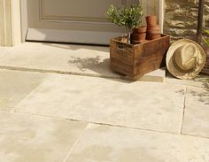 Mandalay Buff Riven Limestone the perfect Cotswold Stone shades for your exterior areas | Mandarin Stone