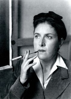 Dora Maar photographiée par Izis, 1946. Photographe et peintre française, connue sous le pseudonyme de Dora Maar. Elle fut l'amante et la muse de Pablo Picasso, rôle qui a éclipsé l'ensemble de son œuvre.