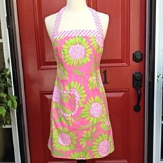 """Lilly Pulitzer Hibiscus Soleil Halter Dress Cute as can be, decorative pocket on front, bust is 32"""", waist is 28"""" and length from underarm is 25"""", rare pattern Lilly Pulitzer Dresses Mini"""
