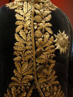 gold embroidery - Buscar con Google
