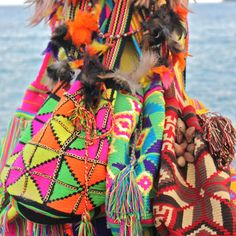 Wayuu bags ... www.jimmini.com  #summer #ocean #wayuu #feather