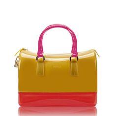 Furla presenta la nuova Candy Bag Limited Edition dedicata al Natale - Borse e accessori - diModa - Il portale... di moda