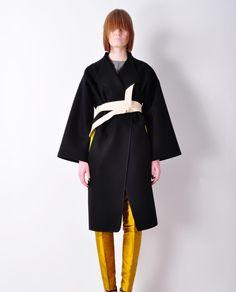 Jarosław Ewert www.hushwarsaw.com  #hushwarsaw #hushwrsw #polish #fashion #brand #jaroslawewert #golden #leggings #black #coat