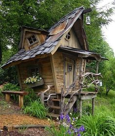 Look like a house directly out of a fairy tale or a Tim Burton movie! This house is located in the Blue Ridge Mountains in Georgia. Love