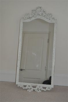 Mirror    Painted in Annie Sloan Old White and lightly distessed to show the antique gold.