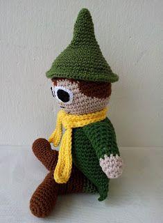 Virkkausta ja värkkäystä: Virkattu Nuuskamuikkunen Knit Crochet, Crochet Hats, Christmas Ornaments, Knitting, Holiday Decor, Knitting Hats, Tricot, Christmas Jewelry, Cast On Knitting