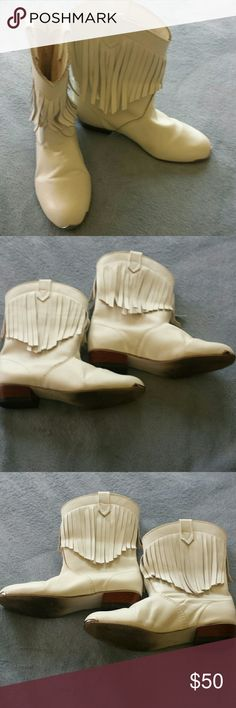 """Vintage White Leather Boots w/Fringes. Size 6. Dr. Scholl's white leather cowboy / cowgirl / western short boots with white fringes. See last pic. In good used condition. No marks on them and the leather is not peeling. I don't have the box but will ship them carefully so they won't get damaged. Perfect for band or dancing or just being a cowgirl.  Cute silver taps on front toes. Please see all pics. Size 6 but I wear size 5.5 and they fit me fine too. Heel is approx. 1"""". Boot including heel…"""