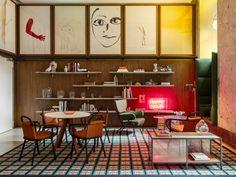 Dans l'hypercentre de la capitale lombarde, Patricia Urquiola a imaginé un hôtel de prime fraîcheur qui dialogue avec l'histoire de la ville. Le salon du Room Mate de Milan.