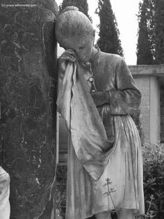 Grief lasts as long as love does. Cemetery Monuments, Cemetery Statues, Cemetery Headstones, Old Cemeteries, Cemetery Art, Angel Statues, Graveyards, Unusual Headstones, Steinmetz