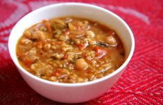 This hearty and nutritious Portuguese lentil and chickpea soup is very rich in flavor and perfect for any occasion. Lentil Recipes, Bacon Recipes, Soup Recipes, Cooking Recipes, Salad Recipes, Recipies, Portuguese Soup, Portuguese Recipes, Vegetarian Soup