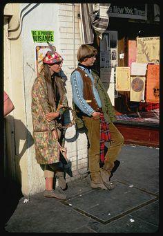 "Galería de fotos. Autor: Charles W. Cushman.  Haight Street, San Francisco, 1967. ""Be a Public Nuisance"""