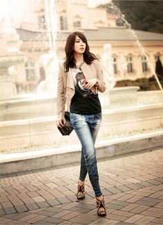 Yoon Eun Hye for Basic House China Fall 2010 Catalogue Blue And White Jeans, Yoon Eun Hye, My Fair Lady, College Fashion, Korean Actresses, Fashion Outfits, Womens Fashion, Casual Wear, Chic