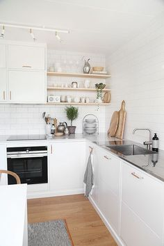 Kitchen Makeover Inspiration {Traditional Meets Contemporary} Contemporary Kitchen With Silestone Worktops In 'Lagoon' - Source: Trendenser. Kitchen Corner, New Kitchen, Kitchen Decor, Decorating Kitchen, Kitchen White, Minimalist Kitchen, Minimalist Decor, Modern Minimalist, Minimalist Interior