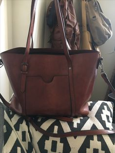 Leather Tote (brown) Leather Bags, Leather Craft, Leather Purses, Beautiful Handbags, Beautiful Bags, Portable Closet, Leather Working, Satchels, Handbag Accessories