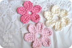 Five or Six-Petal Daisy Flower Crochet Pattern; Little Birdie Secrets: crochet