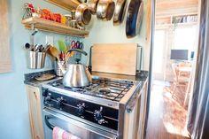 eckregal zum raumsparen ideen f r eine praktische. Black Bedroom Furniture Sets. Home Design Ideas