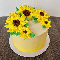 How To Help Keep Family Members Recipes - My Website Sunflower Birthday Cakes, Sunflower Cupcakes, Sunflower Cake Ideas, Cupcakes Design, Cake Designs, Mini Cakes, Cupcake Cakes, Bolo Floral, Fall Cakes