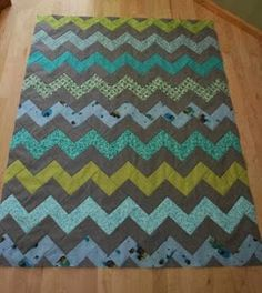 B zig a zag chevron pdf-L crazy mom quilts: how to make a zig zag quilt (without piecing triangles! Patchwork Quilting, Quilting Tips, Quilting Tutorials, Quilting Projects, Sewing Projects, Chevron Quilt Tutorials, Chevron Quilt Pattern, Quilt Patterns, Sewing Patterns