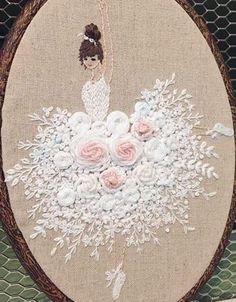 Et voilà la dame terminée et encadrée womanembroidery femmebrodee embroidery broderiemain handeembroidery projet project faitmain handemade portraitbrodé broderie – Artofit