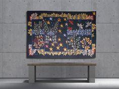 Papillons et feuillages, tapisserie tissée par l'atelier Braquenié. Avec son bolduc. Circa 1955.    L'Œuvre de Lurçat est immense : c'est toutefois son rôle dans la rénovation de l'art de la tapisserie qui lui vaut d'être passé à la postérité. Dès 1917, il commence par des œuvres au canevas, puis, dans les années 20 et 30, il travaillera avec Marie Cuttoli. Sa première collaboration avec les Gobelins date de 1937... Lire la suite sur www.latapisserie20e.com