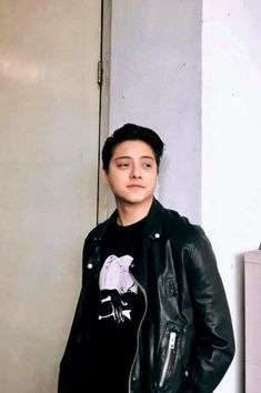 Daniel Padilla on black leather jacket Pretty Boy Swag, Pretty Boys, Bebe Daniels, Daniel Johns, Blue Hearts, Daniel Padilla, John Ford, Liza Soberano, Kathryn Bernardo