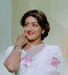 Hema Malini in Kudrat Beautiful Bollywood Actress, Beautiful Indian Actress, Hollywood Actresses, Indian Actresses, Yoga For Pregnant Women, Hema Malini, Bollywood Cinema, Beautiful Blonde Girl, Vintage Bollywood