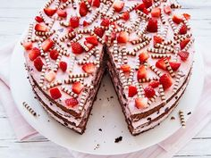 Erdbeer-Stracciatella-Torte – einfach und so lecker – Strawberry and Stracciatella cake – simple and delicious Cupcake Recipes, Baking Recipes, Cookie Recipes, Cupcake Cakes, Dessert Recipes, Food Cakes, Delicious Chocolate, Chocolate Recipes, Torte Au Chocolat
