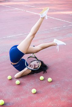 Sports in perfectly picked vintage clothes! Tennis and yoga combined