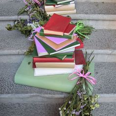 [ Des fleurs & des livres | Le rêve ultime | 📚 ] #flors #flowers #flowerstagram #book #books #booklover #bookaddict #bookstagram #tempsdeflors #girona #gironatempsdeflors #catalunya #españa #espagne #zoom #livre #livres #livrestagram #colors