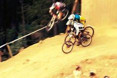 Una gara in cui accade di tutto:caduta, sorpasso oltre le recinzioni evittoria!
