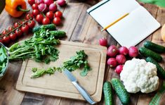 Nutritionists Confess Health Rules They Always Break Slideshow Nutrition nutritionists Aquafaba, Lower Body Fat, Nutrition And Dietetics, Mindful Eating, Make Ahead Meals, Fat Burning Foods, How To Eat Less, Food Diary, Fresh Vegetables