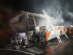Ônibus turístico bate, pega fogo e mata 10 pessoas na Coreia do Sul | Notícias do Dia
