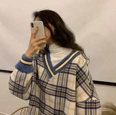 Aesthetic Sweaters, Aesthetic Clothes, White Turtleneck Outfit, Knit Sweater Outfit, Cute Sweater Outfits, Vintage Trends, Retro Vintage, Layering Outfits, Layering Clothes