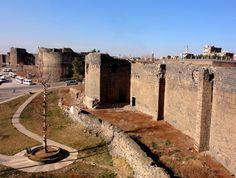 ❤ ✿  Diyarbakır Surları, Turkei. The Province, Stone Carving, Geography, Sidewalk, Kurdistan, Mansions, Landscape, History, World