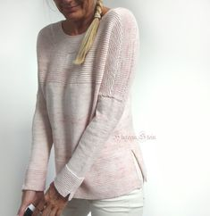 If you don't like purling, this project is the right one for you! Autumn Square is worked seamlessly from the top down with a simple pattern that does not require too much attention. Ladies Cardigan Knitting Patterns, Knit Patterns, Flattering Outfits, How To Purl Knit, Knit Fashion, Knitting Designs, Cardigans For Women, Pulls, Knit Crochet