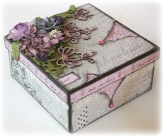 Such a Pretty Mess: A Pretty Place for Your Trinkets! {Maja Design} Such a Pretty Mess: A Pretty Place for Your Trinkets! Cigar Box Projects, Cigar Box Crafts, Altered Cigar Boxes, Altered Tins, Decoupage Box, Pretty Box, Craft Box, Diy Box, Little Boxes