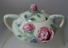 "FRANZ PORCELAIN ""SCULPTURED PORCELAIN SUGAR BOWL & LID ENGLISH GARDEN ROSE DESIGN"""