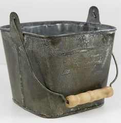 <3 Galvanized Buckets, Galvanized Metal, Metal Buckets, Galvanized Decor, Metal Containers, Save On Crafts, Diy Crafts, Recycled Crafts, Gala Design