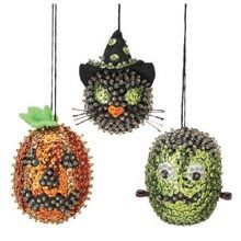 Sequin Ornaments, Beaded Christmas Ornaments, Halloween Ornaments, Halloween Wreaths, Christmas Trees, Halloween 2020, Halloween Ideas, Halloween Makeup, Sequin Crafts