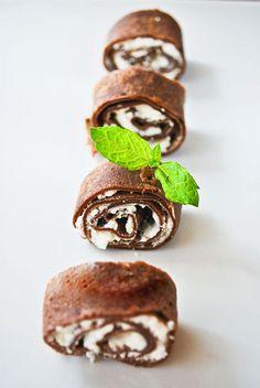 Naleśniki czekoladowe z serem ricotta i wanilią. Lekkie, pyszne danie - dobre i na obiad, i na deser.