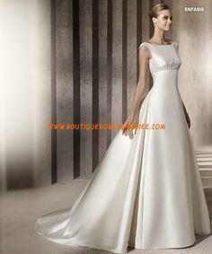 Robe de mariée satin application col bateau
