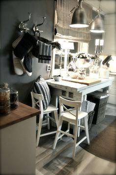 Kitchen Vignette: Hooks for potholders : Linen Shade