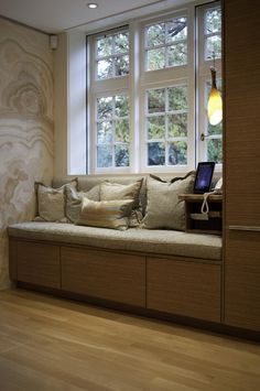 Window bench seat - I've always wanted to have a window bench seat..... though this style wont fit our house :(