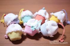 기간내에 뭔가를 해내야 한다는 부담감 때문에 잘 않는편인데.. 넘 귀엽고 제가 좋아하는 코바늘 소품이라 ... Crochet Sachet, Crochet Drawstring Bag, Crochet Pouch, Crochet Keychain, Quick Crochet, Crochet Food, Cute Crochet, Crochet Crafts, Crochet Projects