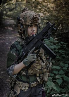 Deadly military women also deserve to fight for their country just like men. Woman have served in the military in greater number than before. Military services all open for both gender. Mädchen In Uniform, Gunslinger Girl, Tactical Armor, Human Poses Reference, Warrior Girl, Military Women, Female Soldier, Badass Women, Special Forces