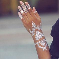 Tatuagens temporárias brancas são nova aposta de verão 2016